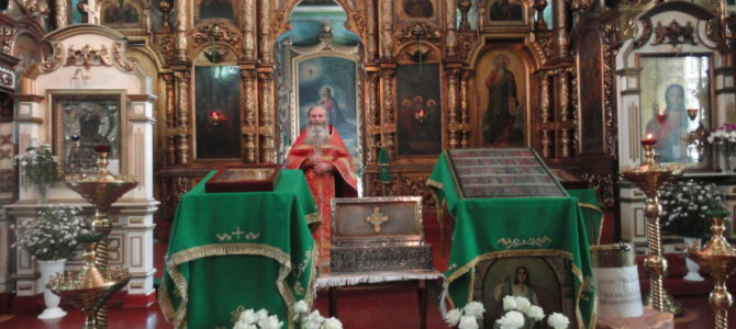 Ковчег с мощами преподобномучениц Великой княгини Елисаветы Феодоровны и инокини Варвары в нашем храме