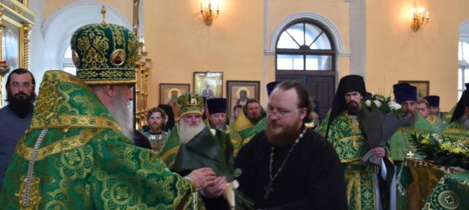 27 июня в день памяти преподобного Мефодия игумена Пешношского духовенство и паства Каменской епархии поздравили архипастыря
