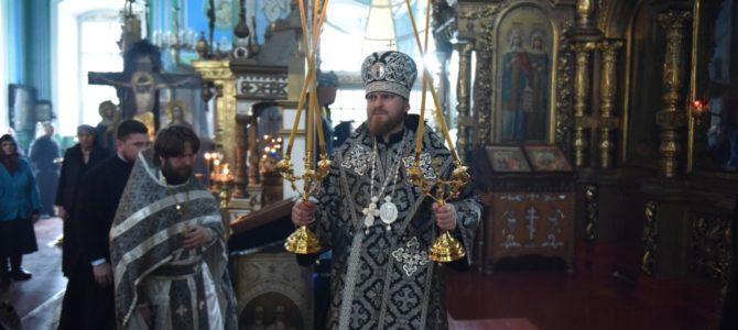 Литургию Преждеосвященных Даров возглавил епископ Алапаевский и Ирбитский Леонид